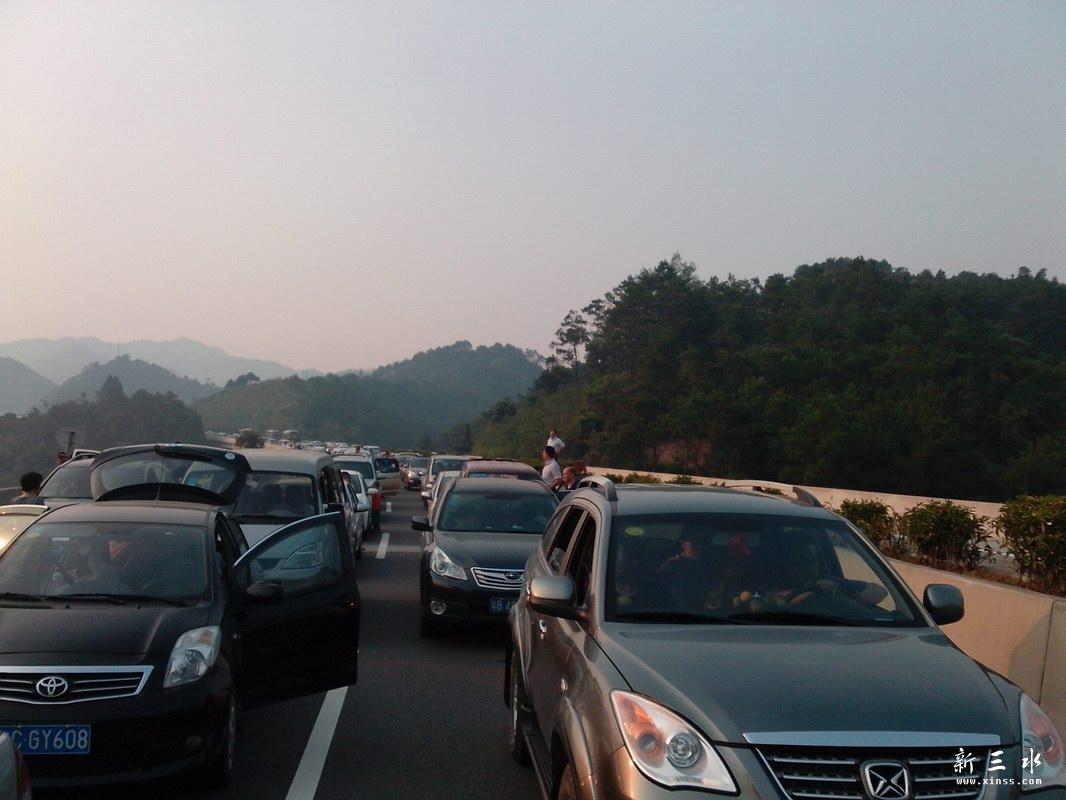 广昆高速大堵车